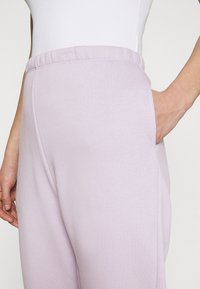 Nly by Nelly - COZY PANTS - Tracksuit bottoms - light purple - 3