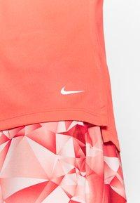 Nike Golf - DRY VICTORY - Funkční triko - magic ember/white/white - 5