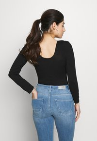 Miss Selfridge Petite - RIBBED PUFF SLEEVE BODY - Top s dlouhým rukávem - black - 2