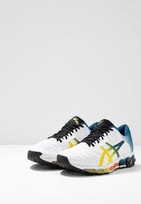 ASICS - GEL-QUANTUM 360 5 - Zapatillas de running neutras - white/sour yuzu - 2