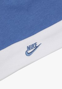 Nike Sportswear - FUTURA LOGO HAT BOOTIE BABY SET - Body - mountain blue - 4