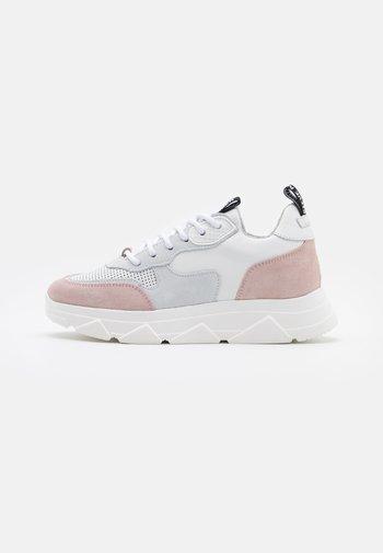 PITTY - Tenisky - white/pink