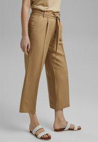 Esprit Collection - MIT BINDEGÜRTEL - Trousers - sand - 3