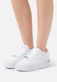 Puma - METALLIC  - Matalavartiset tennarit - white/silver - 0