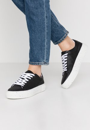 VMEMMIE WIDE FIT - Trainers - black