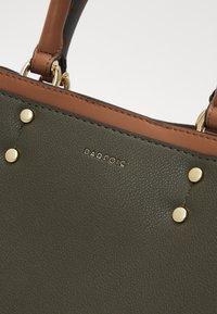PARFOIS - BAG SNATCH - Handbag - khaki - 3