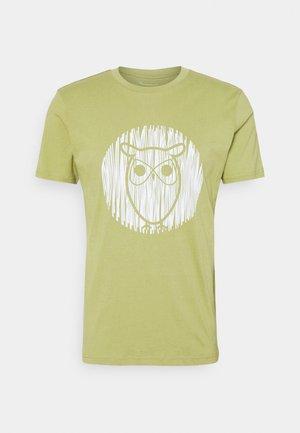 ALDER OUTLINE TEE - Camiseta estampada - sage