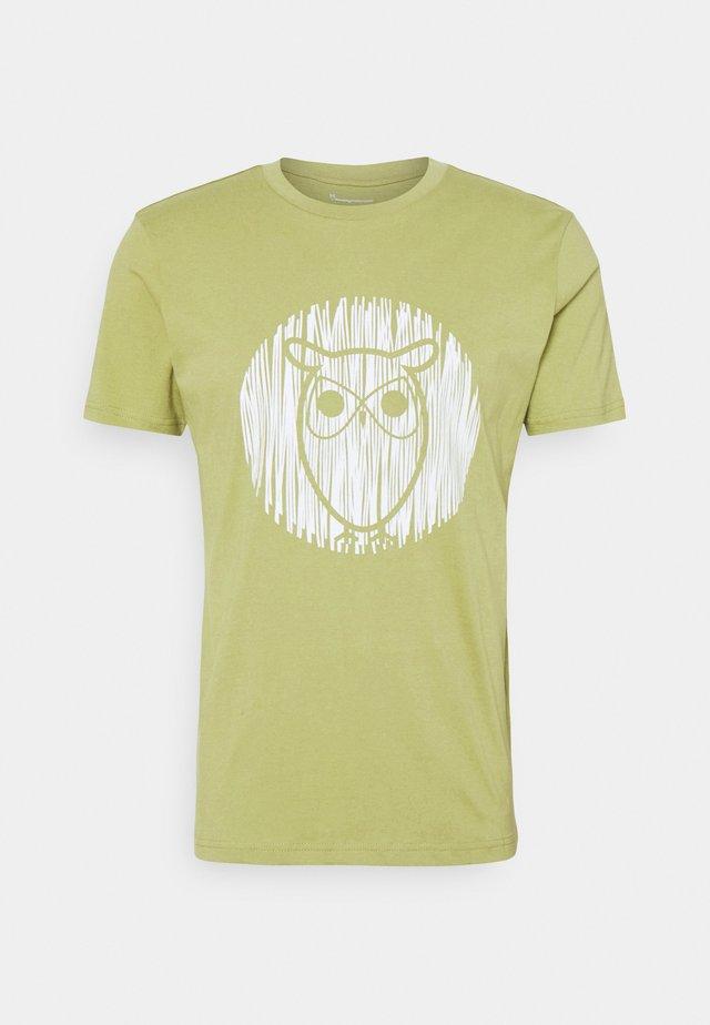 ALDER OUTLINE TEE - Print T-shirt - sage
