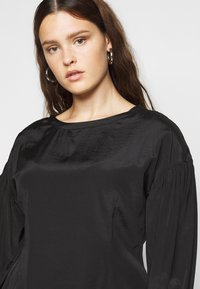 Glamorous Curve - OPEN BACK BLOUSE WITH PUFF SLEEVES - Blouse - black - 4