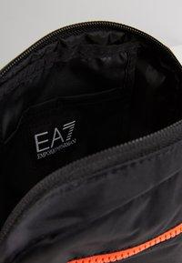 EA7 Emporio Armani - Axelremsväska - black / neon / orange - 4