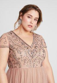 Lace & Beads Curvy - PAQUITA MAXI - Společenské šaty - taupe - 4