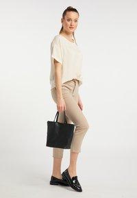 usha - Handbag - schwarz - 0