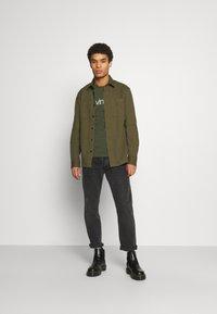 Calvin Klein - LONG SLEEVE 2 PACK - Long sleeved top - black/dark green - 1