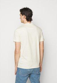Les Deux - LENS - Print T-shirt - ivory/black - 2