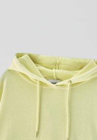 PULL&BEAR - Sweat à capuche - yellow - 4