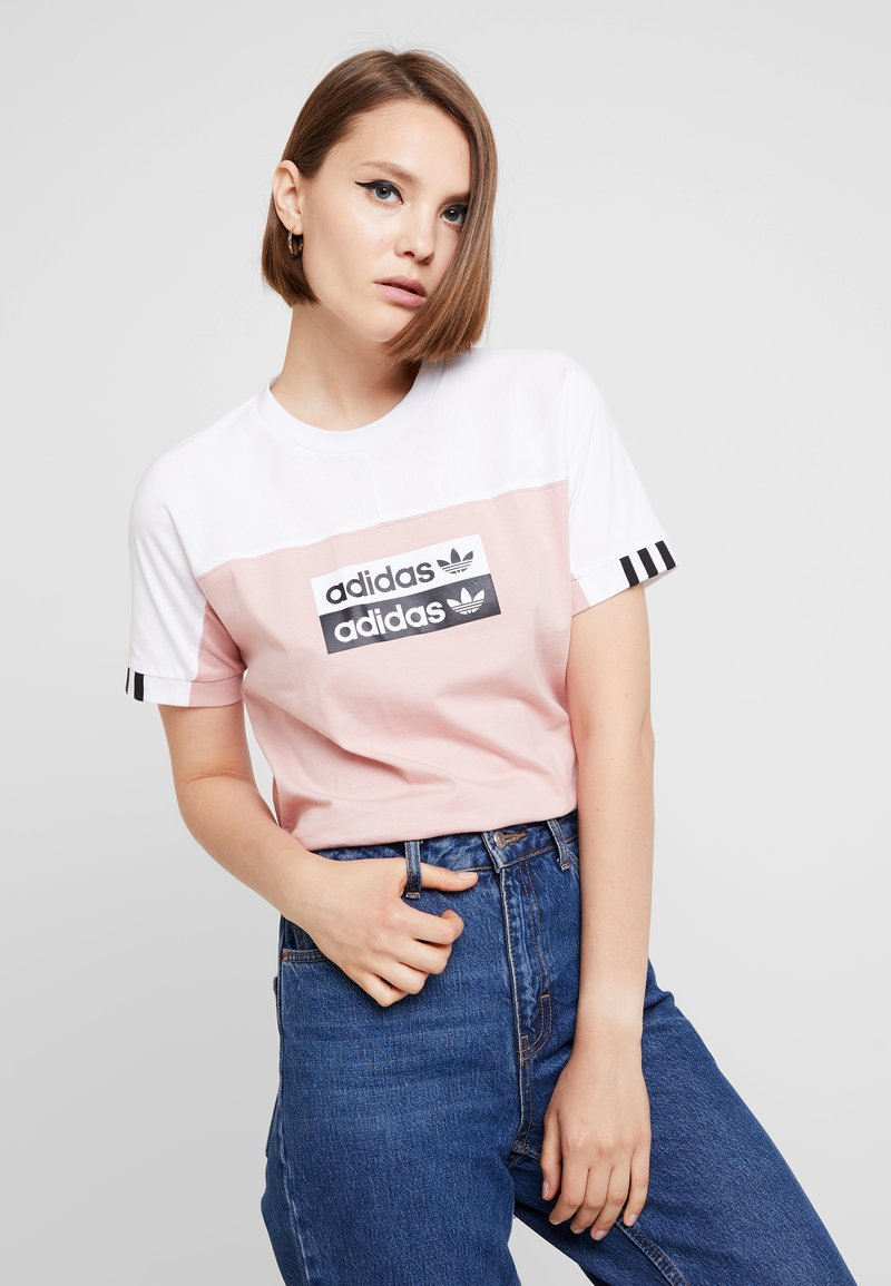 adidas Originals - TEE - Print T-shirt - white/pink spirit