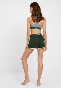 Calvin Klein Underwear - SLEEP SHORT - Nattøj bukser - duffel - 0