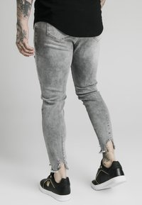 SIKSILK - RAW CUFF CROPPED SKINNY JEANS - Skinny džíny - washed grey - 2