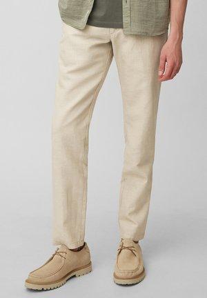 MODELL STIG - Chino - beige