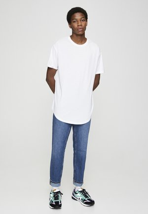 MIT LANGER PASSFORM - T-shirt basic - white