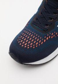 New Balance - YAARIIP3 UNISEX - Obuwie do biegania treningowe - blue - 5