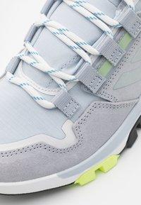adidas Performance - TERREX HIKSTER - Outdoorschoenen - halo silver/halo blue/core black - 5