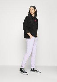 Calvin Klein Jeans - INSTITUTIONAL LOGO SLIM TEE - Print T-shirt - black - 1