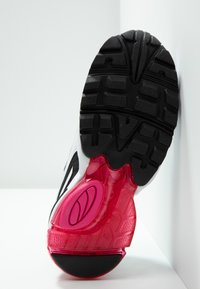 Puma - CELL STELLAR - Sneakersy niskie - white/black - 6