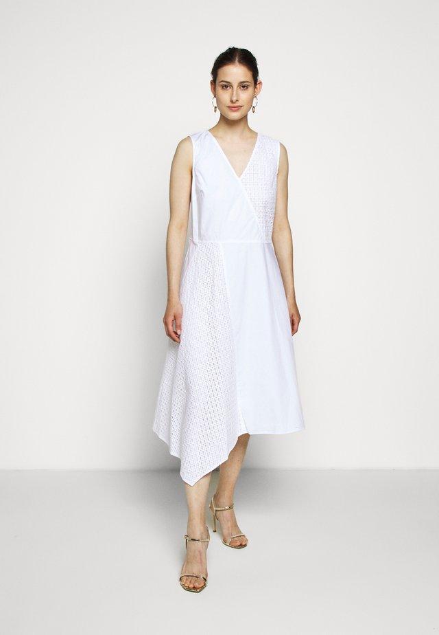 VNECK MIXED MEDIA DRESS - Vapaa-ajan mekko - white