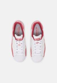 adidas Originals - SUPERSTAR UNISEX - Joggesko - white - 3