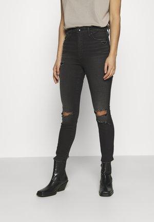 CURVE CROP BACK CHEWED HEM - Jeans Skinny Fit - black
