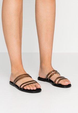 WIDE FIT FEAR - Pantofle - black