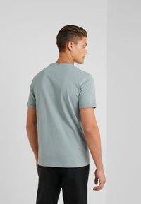 Les Deux - ENCORE  - T-shirts med print - petroleum blue/dark navy - 2