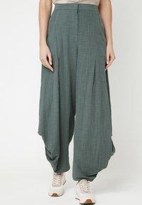 Madam-T - Pantalon classique - grün - 0