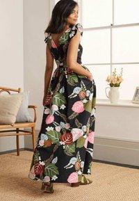 Boden - ANDREA - Maxi dress - schwarz/tropischer urlaub - 1
