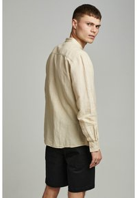Anerkjendt - LUKAS - Camisa - brown rice - 1