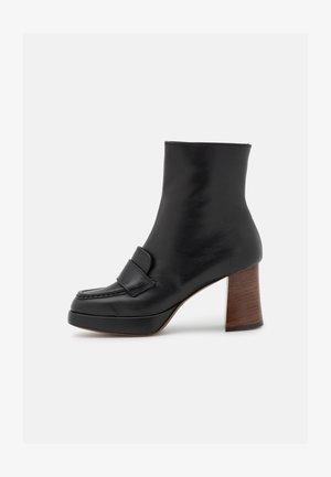 ZIP BOOT - Kotníkové boty na platformě - black