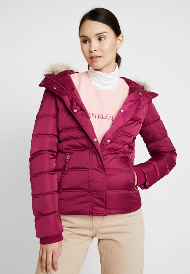 FITTED PUFFER - Down jacket - beet red