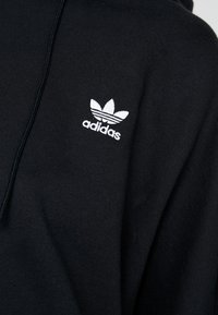 adidas Originals - ADICOLOR CROPPED HODDIE SWEAT - Luvtröja - black