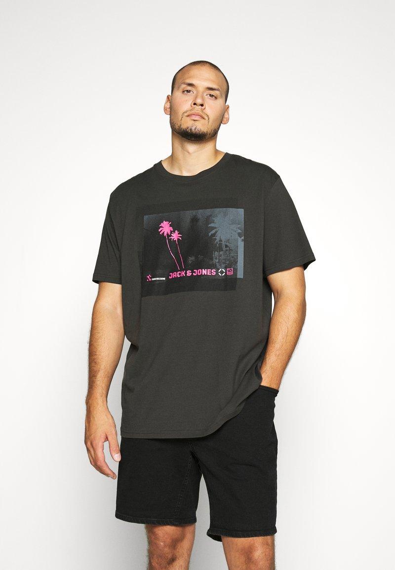 Jack & Jones - JCOPALM  - Print T-shirt - pirate black