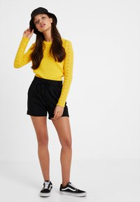 ONLY Petite - ONLPOPTRASH EASY PETIT - Shorts - black - 1