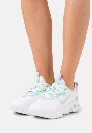 REACT ART3MIS - Sneakers basse - white/infinite lilac/light bone/green glow