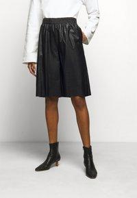 MM6 Maison Margiela - Shorts - black - 0