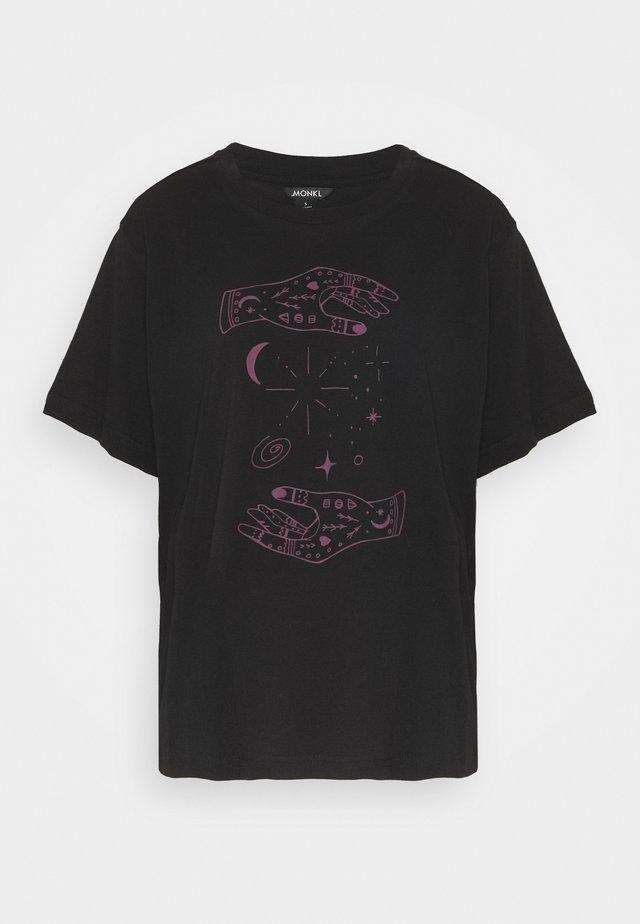 TOVI TEE  - T-shirt print - black/lilac