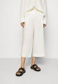 Rich & Royal - CULOTTE PANTS - Trousers - pearl white - 0