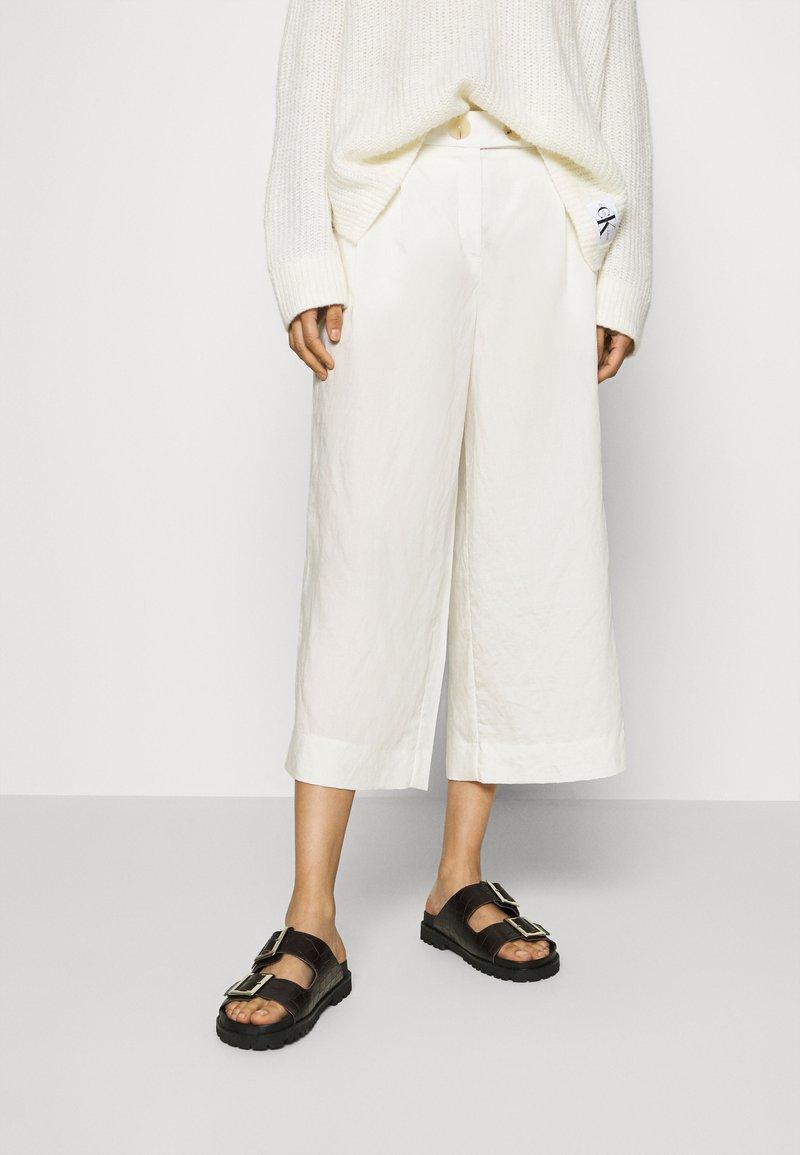 Rich & Royal - CULOTTE PANTS - Trousers - pearl white