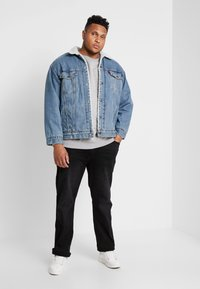 Levi's® Plus - BIG SHERPA TRUCKER - Jeansjakke - blue denim - 1