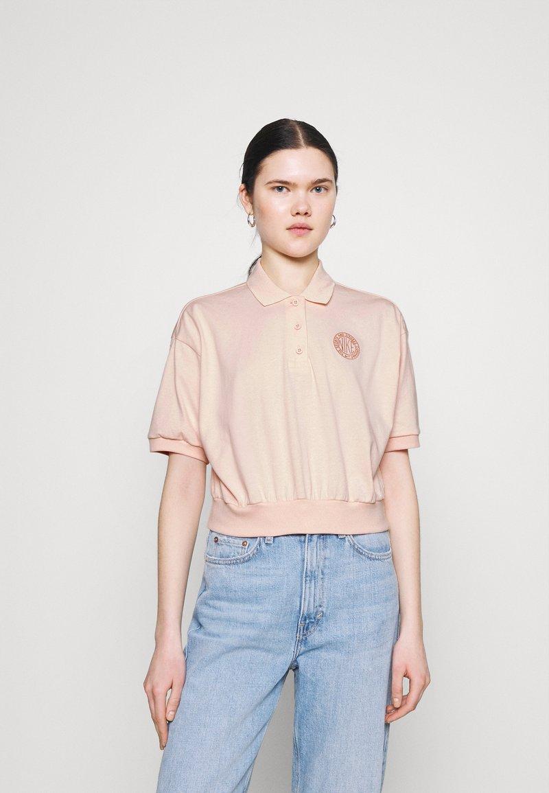 Nike Sportswear - FEMME CROP - Poloshirt - orange/terra blush