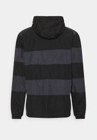 Nike Sportswear - AIR ANORAK - Windbreaker - black/dark smoke grey - 1