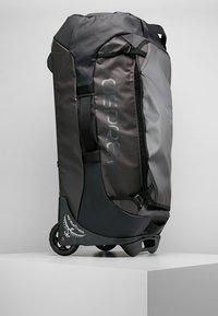 Osprey - ROLLING TRANSPORTER - Wheeled suitcase - black - 4